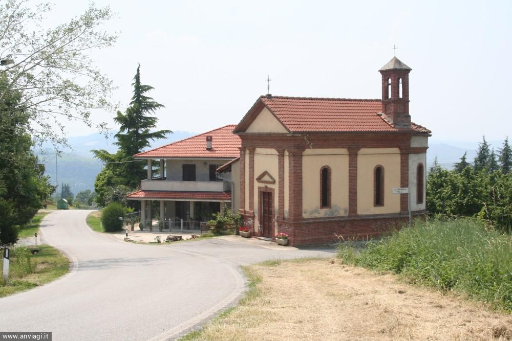 La piccola chiesa di Sant'Antonino nel territorio di Albaretto Torre. <span class='photo-by'>Photo: Diego De Finis.</span>
