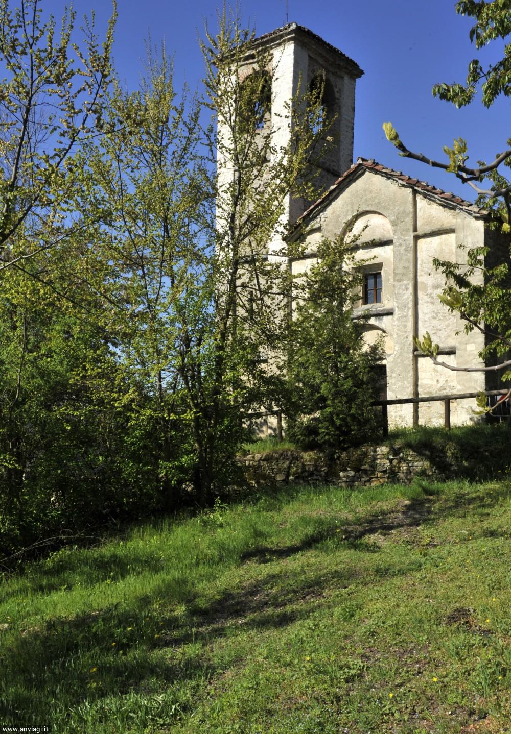 Facciata della chiesa di San Frontiniano a Arguello. <span class='photo-by'>Photo: Giulio morra.</span>