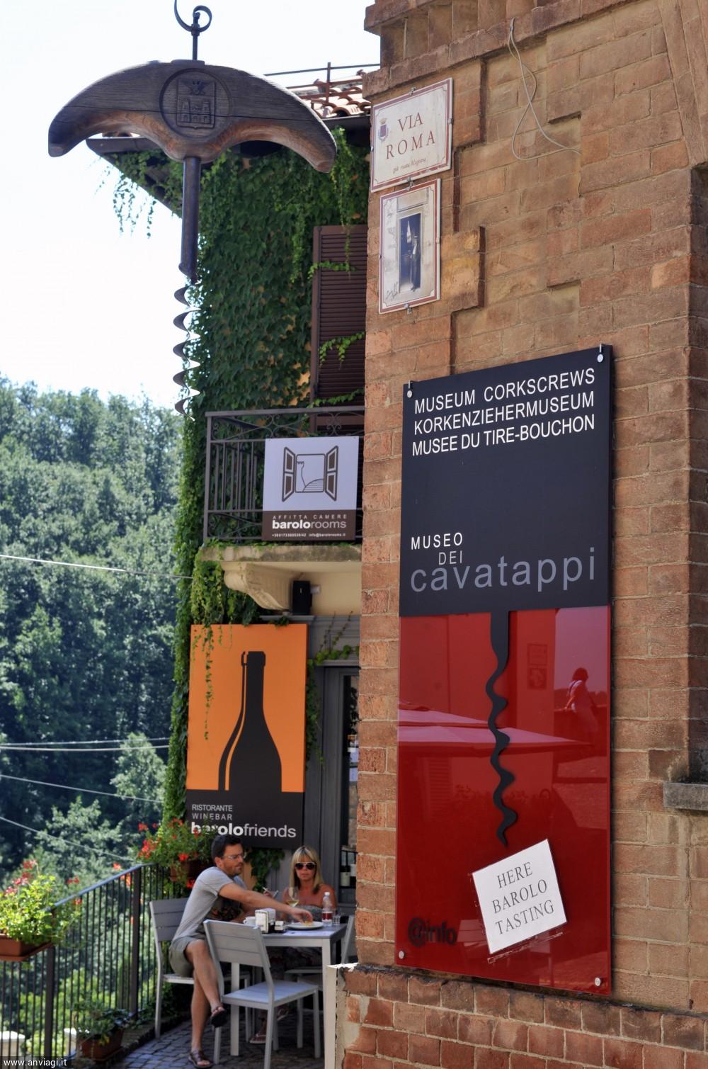 L'ingresso al Museo dei cavatappi. <span class='photo-by'>Photo: Giulio Morra.</span>