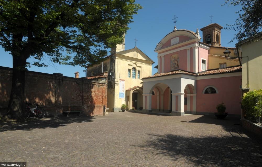 La chiesa di San Donato di fronte al castello Falletti. <span class='photo-by'>Photo: Giulio Morra.</span>