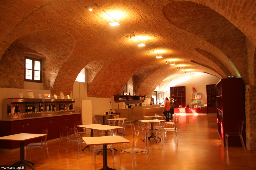 La sala principale dell'Enoteca regionale del Barolo. <span class='photo-by'>Photo: Diego De Finis.</span>