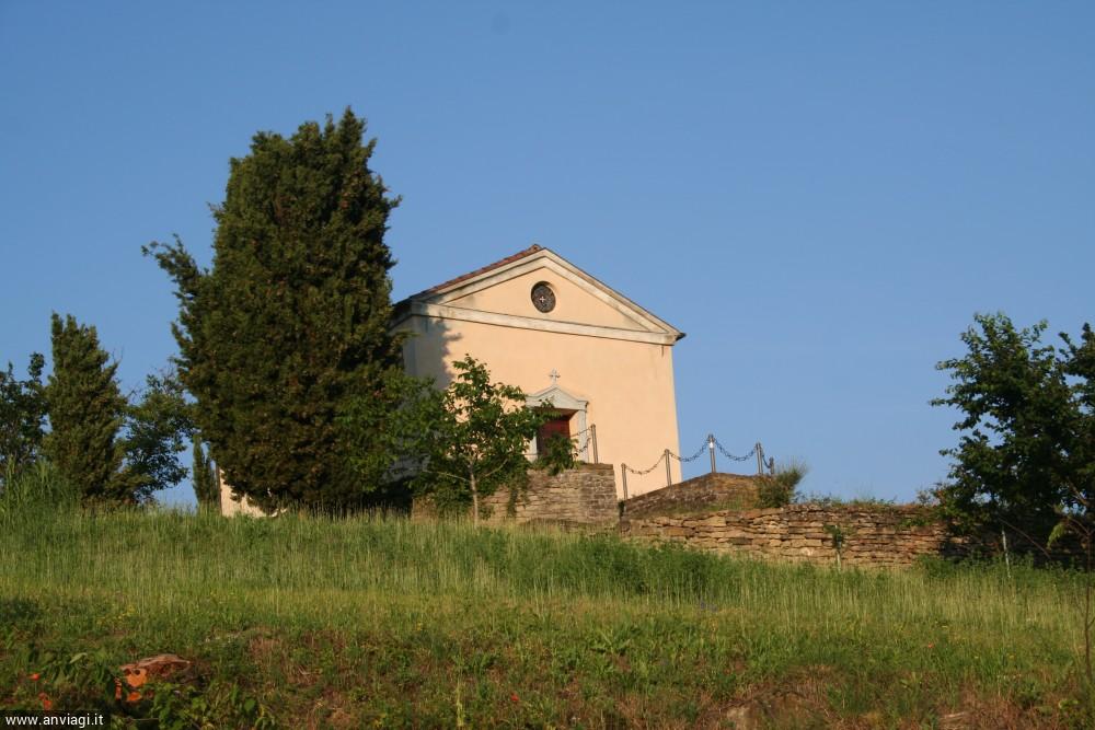 La chiesetta (privata) di San Maurizio a Bosia. <span class='photo-by'>Photo: Diego De Finis.</span>