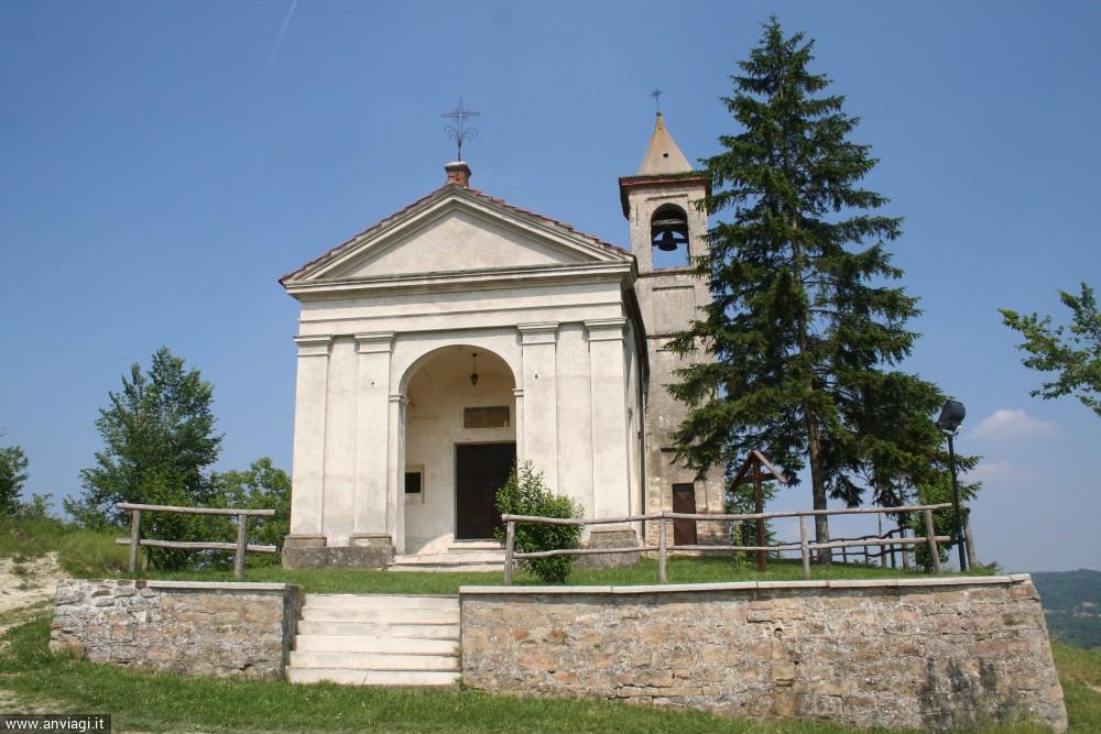 L'ingresso della chiesa di Santa Maria Maddalena in frazione Bossolaschetto a Bossolasco. <span class='photo-by'>Photo: Diego De Finis.</span>
