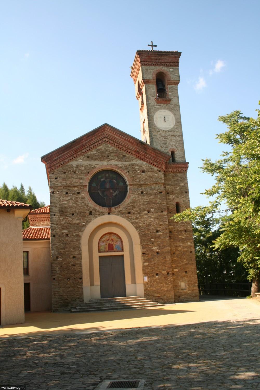 Castino, chiesa San Bovo facciata. <span class='photo-by'>Photo: Diego De Finis.</span>