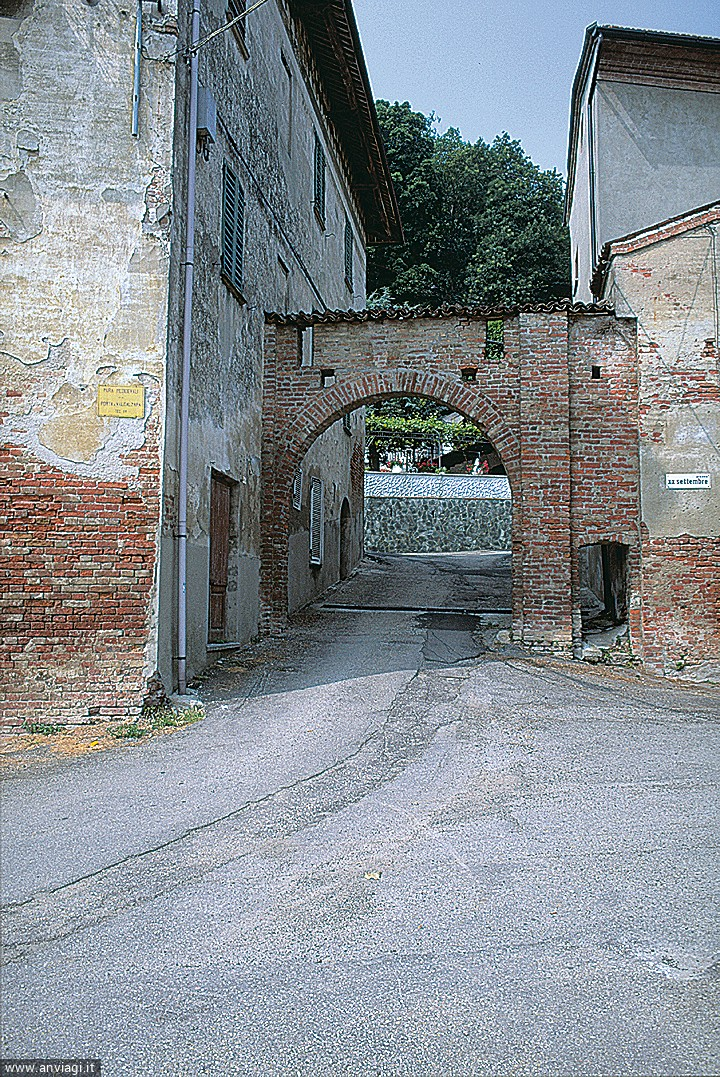 La porta di Valcazare a Incisa. <span class='photo-by'>Photo: .</span>