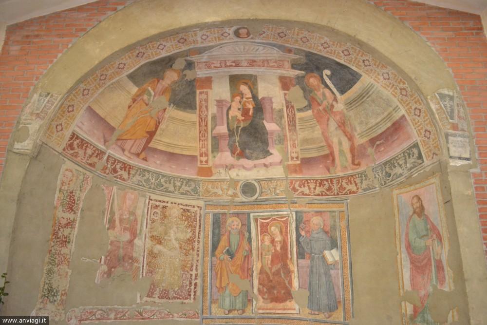 Gli affreschi dell'antica chiesa di San Pietro. <span class='photo-by'>Photo: Stefano Bevione.</span>