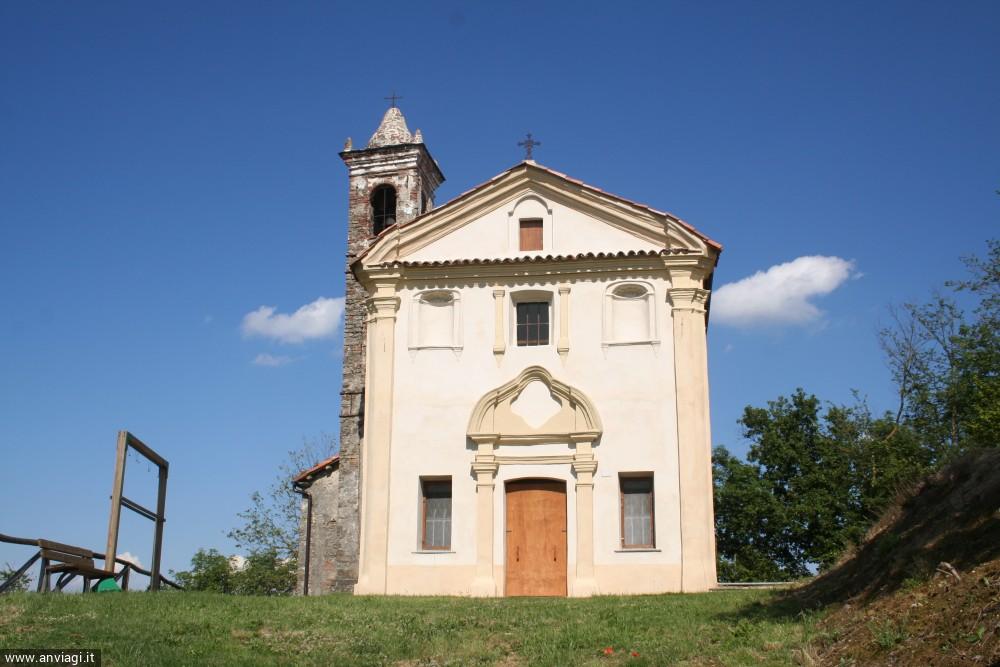 La facciata della chiesa di San Michele Arcangelo a Serravalle Langhe. <span class='photo-by'>Photo: Diego De Finis.</span>