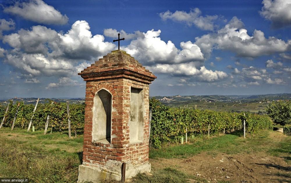 Costigliole d'Asti, San Michele, pilone votivo.